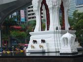 Bangkokinfrontofisetan2