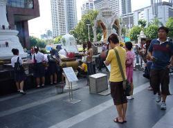 Bangkokinfrontofisetan3